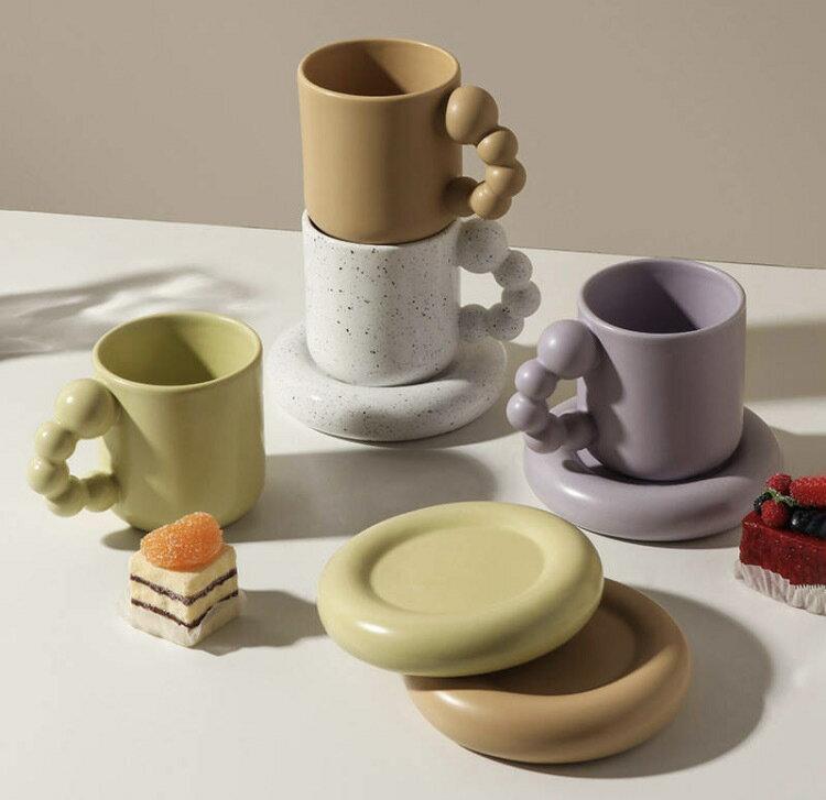 もこもこハンドルデザインマグカップ  カップandソーサーセット 韓国インテリア 韓国デザイン ホーム コーヒーカップセラミックマグ 無地 シンプル コーヒーカップ 海外インテリア