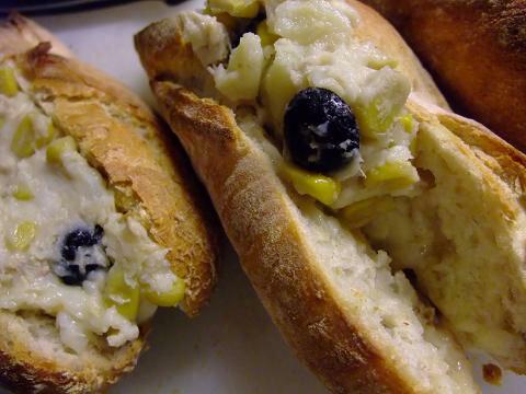 ルクセンブルグ天然酵母 ミニバゲット(フランスパン)(50個セット)冷凍で輸入して自宅で焼くから作り立ての風味そのまま!!