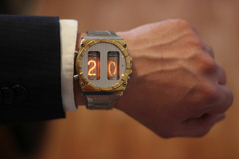 ニキシー管 時計 IN-16 ニキシー腕時計 自作 小型ニキシー管時計 レトロ
