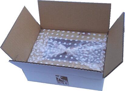 化粧箱包装の後、店舗ロゴ入り白ダンボール箱で出荷します
