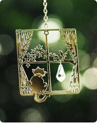 光と影が楽しめる、可愛いサンキャッチャー猫のウインドージュエリー 窓辺ねこ