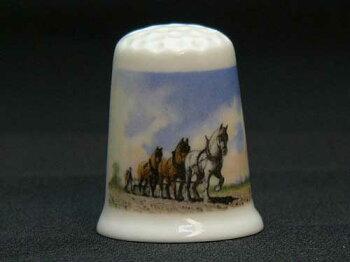 プラウ&ホース(PloughandHorses)鋤と馬TCCシンブル(指ぬき)クラウン・スタッフォードシャー(CrownStaffordshire)