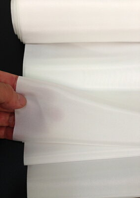 風合いは「つるつる・シャリシャリ」感がある絹羽二重正絹生地シルク100%。胴裏地24m巻き38cm幅、尺1分幅生地。日本・北陸産地製A反合格品
