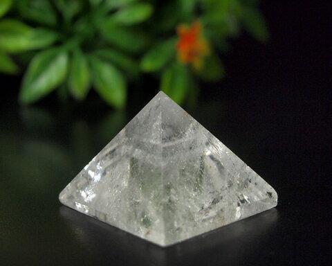 天然水晶 31グラムピラミッド 原石研磨