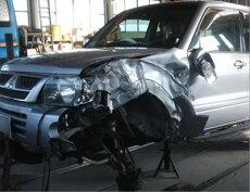 国産車修理【大破】三菱パジェロ修理内容:左フロント部事故修理(エンジン脱着・足回り交換・骨格修正)修理工賃ポイント10倍