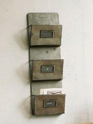 ゲシュマック カードラック 3段 GFA605 ラック 収納 インテリア 壁掛け おしゃれ アンティーク ブリキ レターラック 手紙 収納 おしゃれ リビング 玄関 ブリキ 壁掛け ウォールラック 北欧 レターラック 飾棚 小物整理