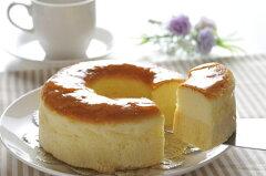 チーズケーキの中にチーズ味のバウムウムクーヘンを閉じ込めたダブルテイストチーズケーキおと...