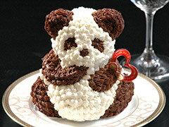 フルーツケーキにひとつひとつ生クリームを手絞りしたリトルパンダケーキ!マイルストーン リト...