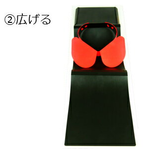 <畳んでシャツケース>・出張旅行用ワイシャツ収納ケース・特許取得日本製・シートにYシャツを合わせて畳むとワイシャツケースに早変わり!・襟回りサイズ調整可・全2色(赤/青)・収納袋付き・全国送料無料(メール便)