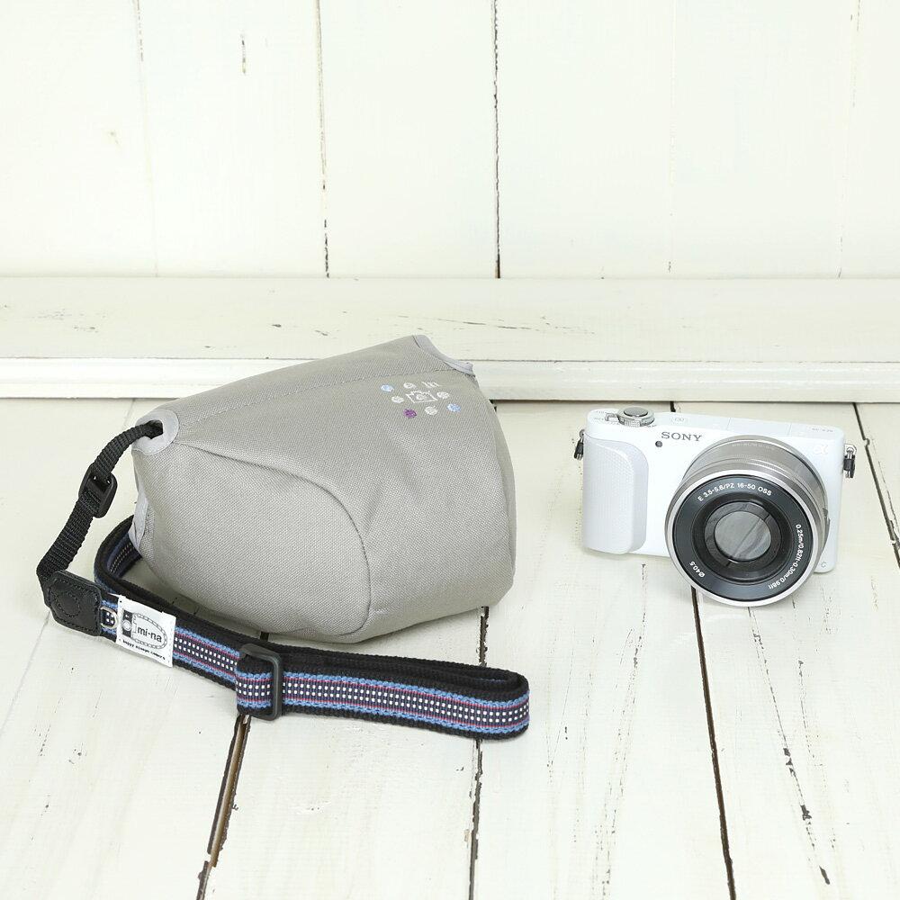 カメラケース camera case カメラカバー MI-NA ミーナ おしゃれ かわいい 女子 一眼レフ ミラーレス 「カメラのお洋服 ミニ」 ライトグレー 帆布 needlework(刺繍)シリーズ