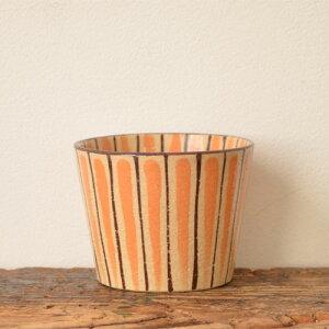 【瀬戸焼】柄物の中でも最もベーシックと言えるボーダー(立縞)模様が描かれた麦藁手のシリー...