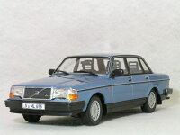 ミニチャンプス1/18ボルボ240GL/1986年ライトブルーメタリック
