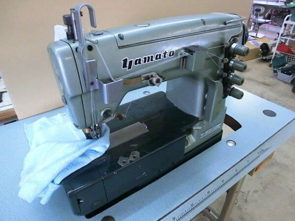 【】ヤマトミシン3本針扁平縫い両面飾り機構付き。モデルNO−DW−1350−MD。