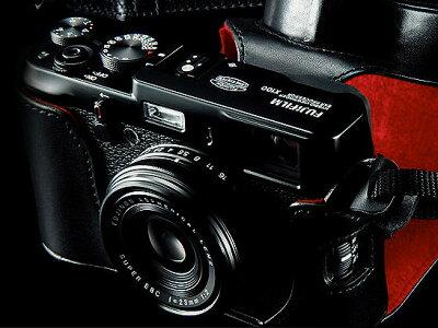 [3年保険付]【送料無料】【限定モデル】Fujifilm FinePix X100ブラックデジタルカメラ特別セッ...