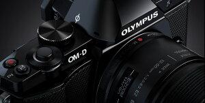 [3年保険付]【送料無料】往年のOMスタイルマイクロ一眼 OLYMPUS OM-D(デジタル) E-M5レンズキッ...