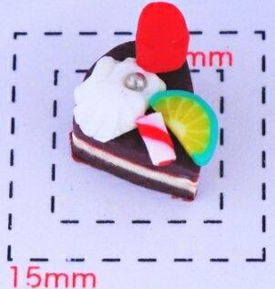 樹脂製チョコショートケーキ10×9×10ミリ《ネイル・デコ電スイーツパーツ》 3個入