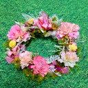 <ピンク色のカーネーションリース5>季節のフラワーギフトとして、他にも誕生日、結婚祝い、お祝い、送別用、お見舞い、開店祝い、内祝いに。ビジネス用にも。直径20cmリース。アジサイなどプリザーブドや造花、...