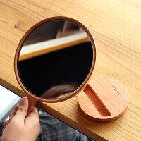 ハンドミラーとしてもスタンドミラーとしても使える便利な手鏡。