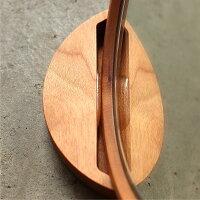 スタンドのバンパーで木製手鏡をホールドします。