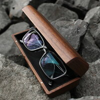 大切なメガネやサングラスを木のぬくもりでやさしく覆うおしゃれなメガネケース