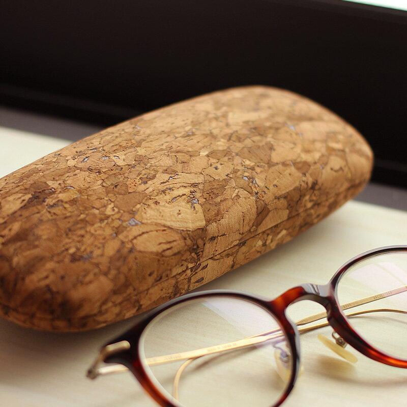 コルク革のおしゃれなメガネケース「CONNIE Clam Glasses Case」