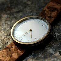 繊細なラインのインデックスは時間の視認性にも優れています。