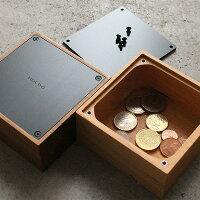 オブジェのように美しいシンプルなデザインはどこに置いても違和感なく貯金箱である事を感じさせません。