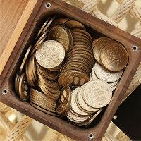 500円玉で約7.5万円(約150枚)入ります、硬貨を取り出す際は別途プラスドライバーが必要です。
