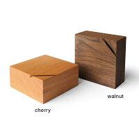チェリー・ウォールナットの木材を使用