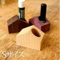 小さい木製スタンド、ペンや印鑑、リップスティックを手軽に立てる事が出来る