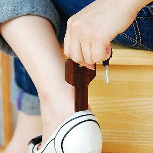 【名入れ可能】木でできたおしゃれなデザインの携帯用靴べら■携帯用靴べら「Key Shoehorn」