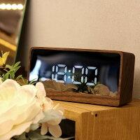 時刻が鏡面に幻想的に浮かび上がるおしゃれな置き型の木製デジタルクロック。