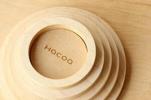 ロゴは、キャンドルの台座の底面に刻印されております。是非、大きな輪っかの箇所に名入れをどうぞ