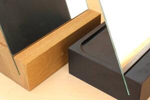 木のブロックは、木の表情が見えるナチュラルと、スタイリッシュなブラックの2色からお選び頂けます