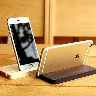 iPhone 6/6s/6 Plus/6s Plus対応。木でできたアイフォン用スタンド