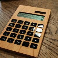 使う程に味わい深い経年変化を楽しめる木製のソーラー電卓。