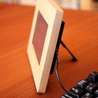 木材でできたデジタルフォトフレーム