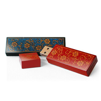 "■ ideal for gifts! Real lacquer with lacquer, painted wooden USB flash drive ""Urushi Chrysanthemum Arabesque 8 GB"
