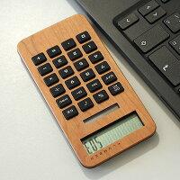 シリコン製のボタンが押しやすい、おしゃれな木製ソーラー電卓