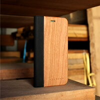 大切なiPhoneを保護する手帳型ケース、アンティーク家具のように時の流れとともに趣が増す木ならではの味わい。