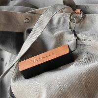付属のストラップで鞄等に取り付けられるので持ち運びにも便利です
