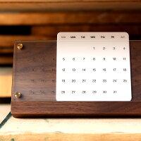 木が経年変化しながら年月を刻む木製卓上万年カレンダー