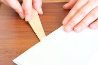 針葉樹のようなシャープな形の先端で、心地よく紙を切る事ができます