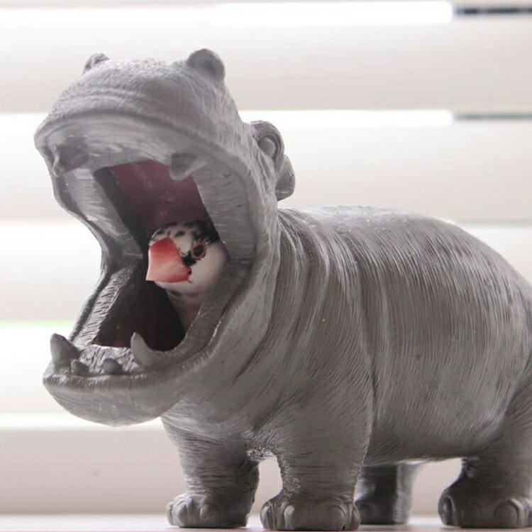 野生のカバをリアルに再現したオブジェ。ペンホルダーやステーショナリーホルダー、メガネケース、歯ブラシ入れなど。アニマル 動物 北欧 テイスト プレゼント