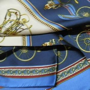 【レディース】【スカーフ】【メール便送料無料】スカーフ  大人可愛いシンプルな柄 馬車柄 ブルー 訳あり商品 大特価