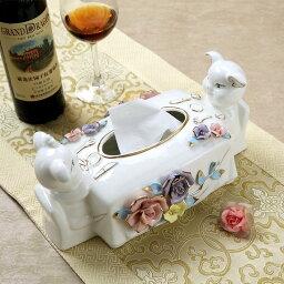ティッシュケース テーブルを囲む2匹のぶたさん 薔薇 立体的 陶磁器製