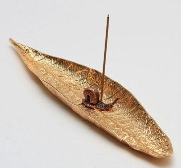 お香立て リーフモチーフの受け皿 小さなかたつむりのスティック用香差し アンティーク風 (ゴールド)