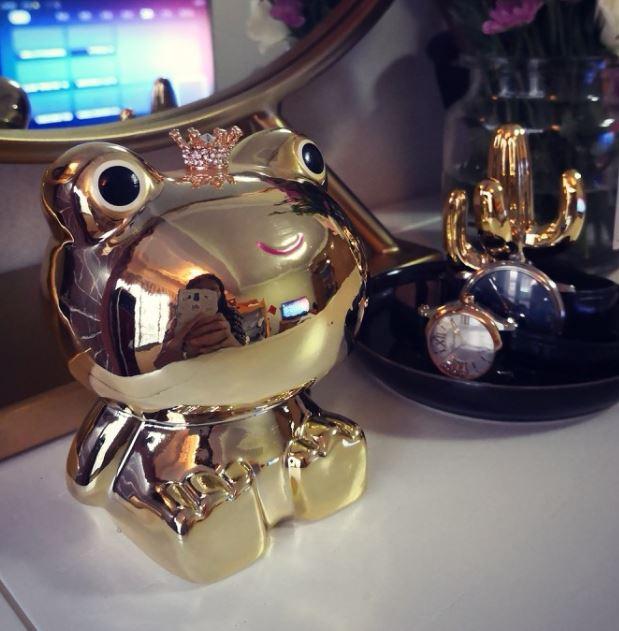 置物 貯金箱 王冠をかぶったカエルの王子様 (ゴールド)