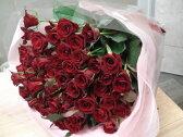 【送料無料】赤いバラ60本の花束☆還暦のお祝いに満足のボリューム感、大きい花束☆重厚感のある赤いバラは豪華絢爛!!国産の薔薇の中でもその季節ごとに品質の良い産地を特選し、選び抜いた赤バラをセンスよく束ねました。