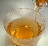 紅茶のような淡い茶色の水色です